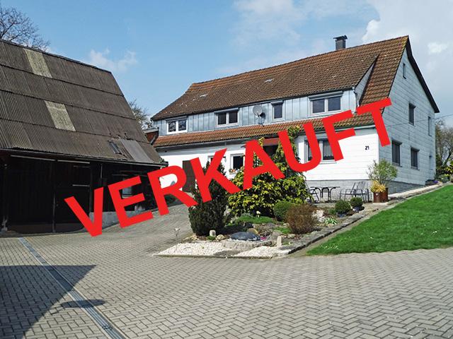 Satteldorf/Wallhausen - Ehemaliges Bauernhaus mit Scheune auf großem ...